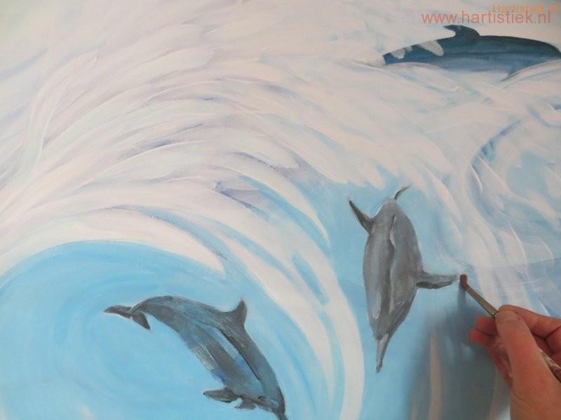 Bezig. Schilderen: een dolfijnendans!